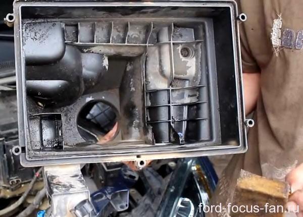 масло в корпусе воздушного фильтра. Фильтр вентиляции картера в масле