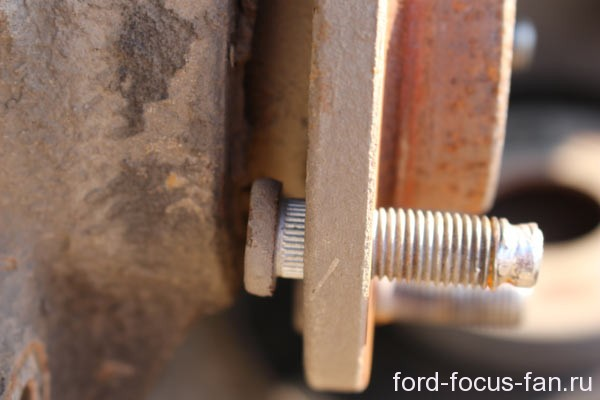 шпилька ступицы колеса