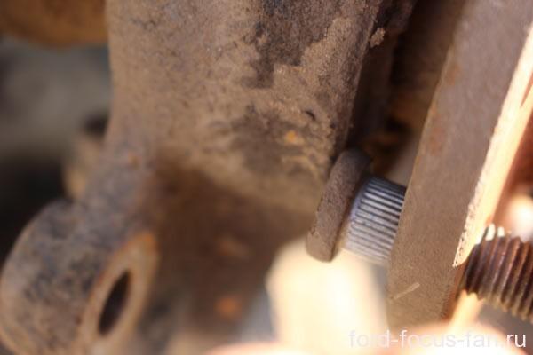 шпилька передней ступицы