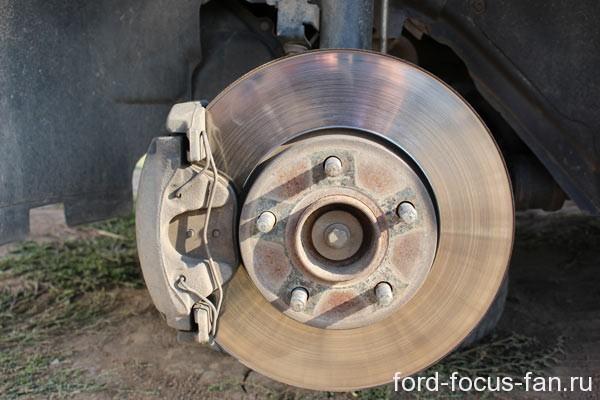 замена шпилек переднего колеса