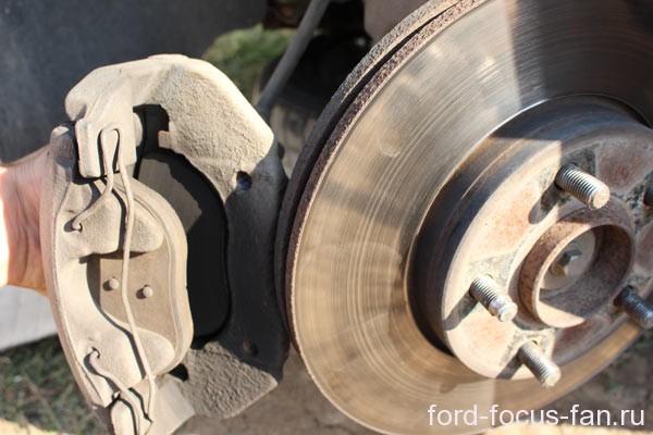 шпилька крепления колеса