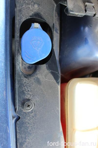 куда заливать стелоомывающую жидкость форд фокус 2