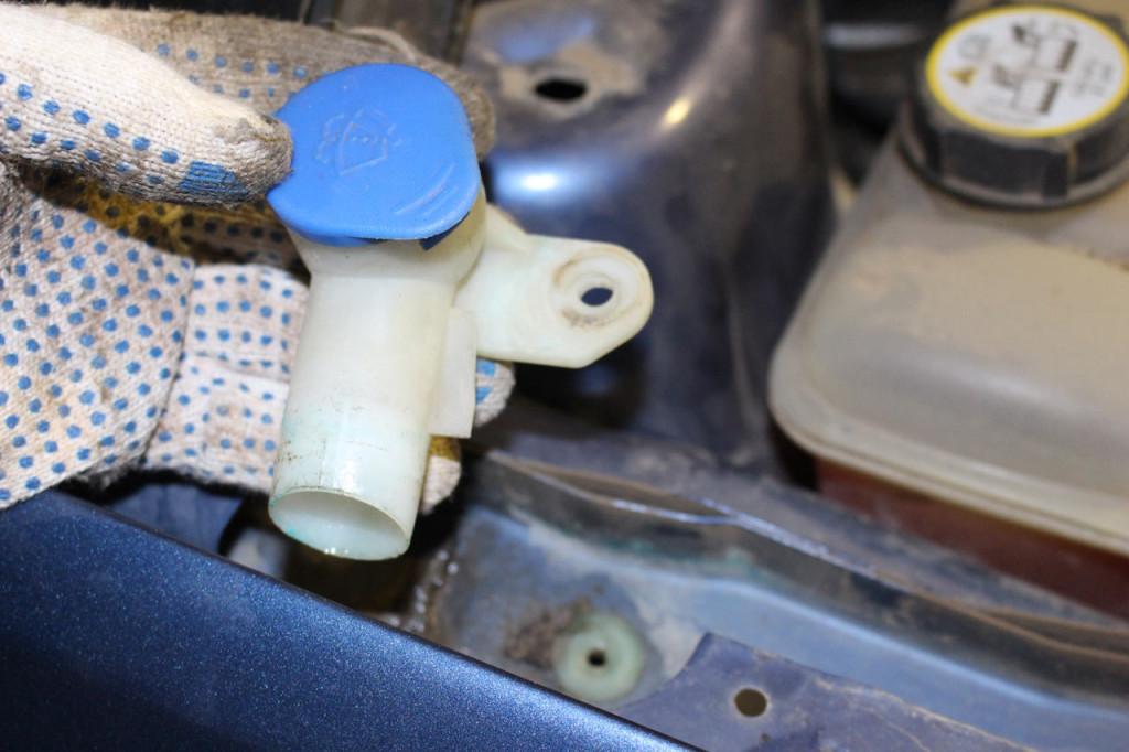 заливная горловина бачка омывателя форд фокус 2