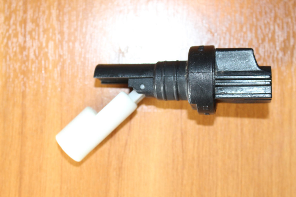 датчик уровня жидкости бачка омывателя форд фокус 2