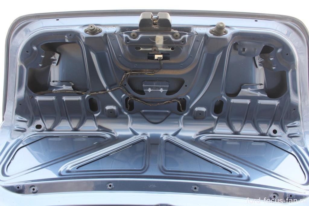 как снять обшивку багажника форд фокус 2