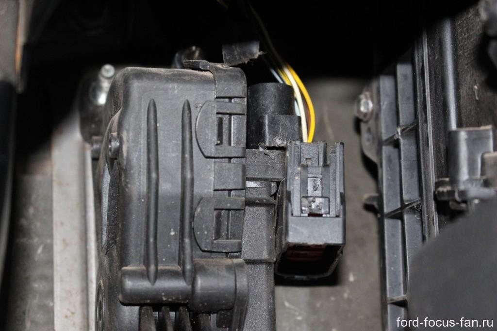 как снять электронную педаль газа форд фокус 2