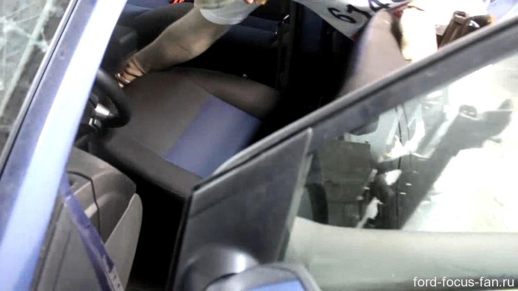 демонтаж передних сидений форд фокус 2