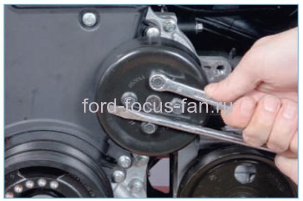 открутит крышку помпы Как снять крышку помпы Форд Фокус 2