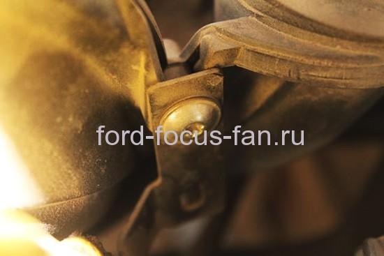 kak-snatj-starter-na-ford-focus-2