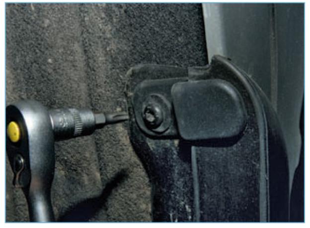 крепеж задних брызговиков форд фокус 2